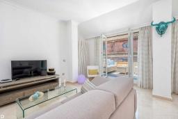 Гостиная / Столовая. Испания, Малага : Апартамент в центре Малаги с просторной гостиной, двумя спальнями, двумя ванными комнатами и большим балконом