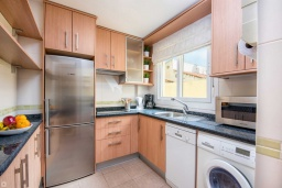 Кухня. Испания, Малага : Апартамент в центре Малаги с просторной гостиной, двумя спальнями, двумя ванными комнатами и большим балконом