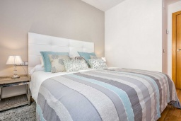 Спальня. Испания, Малага : Апартамент в центре Малаги с просторной гостиной, двумя спальнями, двумя ванными комнатами и большим балконом