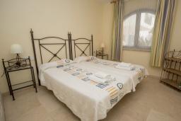 Спальня. Испания, Эстепона : Апартамент в комплексе с бассейном в 170 метрах от пляжа, с гостиной, отдельной спальней и террасой с видом на бассейн
