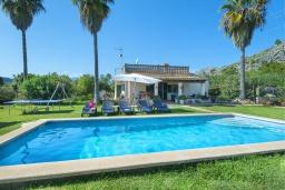 Вид на виллу/дом снаружи. Испания, Польенса : Просторная вилла с верандой и цветущим садом с барбекю и столом для пинг-понга, с открытой парковкой и бассейном, 3 спальни, 2 ванные комнаты, Wi-Fi