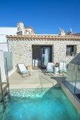 Бассейн. Испания, Польенса : Роскошная вилла с бассейном, террасой, барбекю, видом на горы, 2 спальни, 2 ванные комнаты, Wi-Fi.