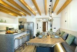 Студия (гостиная+кухня). Испания, Польенса : Роскошная вилла с бассейном, террасой, барбекю, видом на горы, 2 спальни, 2 ванные комнаты, Wi-Fi.
