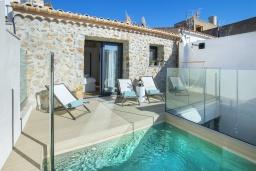 Вид на виллу/дом снаружи. Испания, Польенса : Роскошная вилла с бассейном, террасой, барбекю, видом на горы, 2 спальни, 2 ванные комнаты, Wi-Fi.
