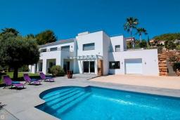 Фасад дома. Испания, Гандия : Роскошная вилла с бассейном и зеленым двориком с барбекю, 3 спальни, 3 ванные комнаты, парковка, Wi-Fi