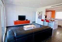 Гостиная / Столовая. Испания, Гандия : Роскошная вилла с бассейном и зеленым двориком с барбекю, 3 спальни, 3 ванные комнаты, парковка, Wi-Fi
