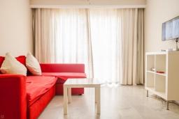 Гостиная / Столовая. Испания, Малага : Таунхаус в 100 метрах от пляжа в комплексе с бассейном, с гостиной, двумя спальнями, террасой и двумя балконами