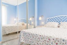 Спальня. Испания, Малага : Таунхаус в 100 метрах от пляжа в комплексе с бассейном, с гостиной, двумя спальнями, террасой и двумя балконами