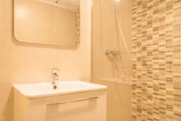 Ванная комната. Испания, Малага : Таунхаус в 100 метрах от пляжа в комплексе с бассейном, с гостиной, двумя спальнями, террасой и двумя балконами