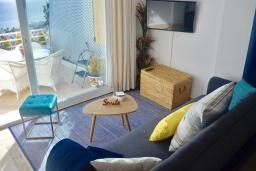 Студия (гостиная+кухня). Испания, Марбелья : Студия в комплексе с бассейном и балконом с шикарным видом на море