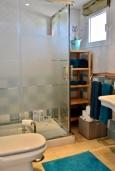 Ванная комната. Испания, Марбелья : Студия в комплексе с бассейном и балконом с шикарным видом на море