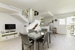 Гостиная / Столовая. Испания, Гандия : Таунхаус в комплексе с бассейном и в 100 метрах от пляжа, 2 спальни, 2 ванные комнаты, вид на море, парковка, Wi-Fi