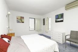 Спальня. Испания, Бенидорм : Таунхаус в комплексе с бассейном и в 100 метрах от пляжа, 2 спальни, 2 ванные комнаты, вид на море, парковка, Wi-Fi