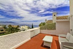 Терраса. Испания, Бенидорм : Таунхаус в комплексе с бассейном и в 100 метрах от пляжа, 2 спальни, 2 ванные комнаты, вид на море, парковка, Wi-Fi