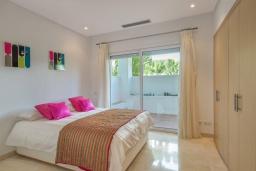 Спальня 3. Испания, Марбелья : Просторный апартамент в комплексе с бассейном недалеко от пляжа, с гостиной, тремя спальнями, тремя ванными комнатами и террасой