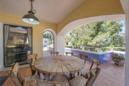 Обеденная зона. Испания, Марбелья : Роскошная вилла с бассейном и зеленым двориком, 5 спален, 5 ванных комнат, парковка, Wi-Fi