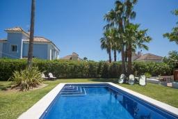 Бассейн. Испания, Эстепона : - Вилла с 3 спальнями и обширной уединенной территорией с открытой гостиной зоной.