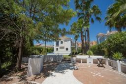 Территория. Испания, Эстепона : - Вилла с 3 спальнями и обширной уединенной территорией с открытой гостиной зоной.