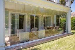 Терраса. Испания, Эстепона : - Вилла с 3 спальнями и обширной уединенной территорией с открытой гостиной зоной.