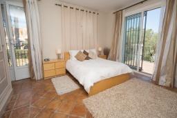 Спальня. Испания, Эстепона : - Вилла с 3 спальнями и обширной уединенной территорией с открытой гостиной зоной.
