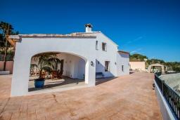 Вид. Испания, Аликанте : - Изысканная современная вилла с бассейном и террасой с барбекю, 5 спален, 2 ванные комнаты, парковка на 4 места, Wi-Fi