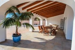 Вид на виллу/дом снаружи. Испания, Аликанте : - Изысканная современная вилла с бассейном и террасой с барбекю, 5 спален, 2 ванные комнаты, парковка на 4 места, Wi-Fi