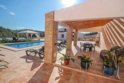 Терраса. Испания, Аликанте : - Изысканная современная вилла с бассейном и террасой с барбекю, 5 спален, 2 ванные комнаты, парковка на 4 места, Wi-Fi