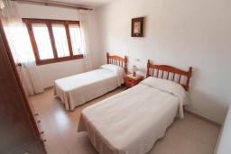 Спальня 2. Испания, Кальпе : - Роскошная вилла с бассейном и зеленым садом, 4 спальни, 2 ванные комнаты, барбекю, парковка, Wi-Fi