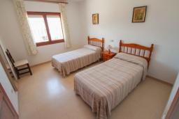 Спальня 3. Испания, Кальпе : - Роскошная вилла с бассейном и зеленым садом, 4 спальни, 2 ванные комнаты, барбекю, парковка, Wi-Fi
