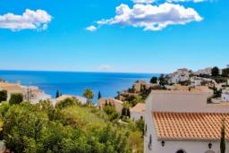 Вид на море. Испания, Кальпе : - Двухэтажная вилла для отдыха в Бенитачеле, недалеко от пляжа, супермаркета и ресторанов. 3 спальни, 2 ванные, барбекю