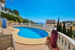 Бассейн. Испания, Кальпе : - Двухэтажная вилла для отдыха в Бенитачеле, недалеко от пляжа, супермаркета и ресторанов. 3 спальни, 2 ванные, барбекю