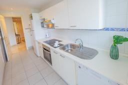 Кухня. Испания, Марбелья : Большая роскошная квартира с бассейнами и отличным расположением - прямо в центре Пуэрто Банус.