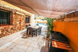 Испания, Кальпе : - Превосходная вилла с бассейном и террасой на улице, 3 спальнями, 1 ванной комнатой, 1 гостевым туалетом, парковкой и Wi-Fi