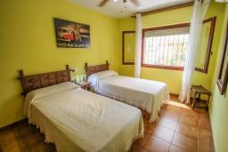 Спальня. Испания, Кальпе : - Превосходная вилла с бассейном и террасой на улице, 3 спальнями, 1 ванной комнатой, 1 гостевым туалетом, парковкой и Wi-Fi