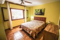 Спальня 2. Испания, Кальпе : - Превосходная вилла с бассейном и террасой на улице, 3 спальнями, 1 ванной комнатой, 1 гостевым туалетом, парковкой и Wi-Fi