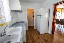 Кухня. Испания, Кальпе : - Превосходная вилла с бассейном и террасой на улице, 3 спальнями, 1 ванной комнатой, 1 гостевым туалетом, парковкой и Wi-Fi