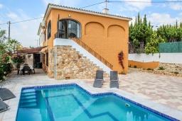 Бассейн. Испания, Кальпе : - Превосходная вилла с бассейном и террасой на улице, 3 спальнями, 1 ванной комнатой, 1 гостевым туалетом, парковкой и Wi-Fi