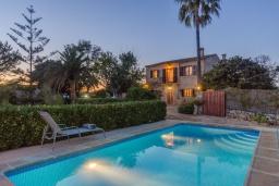 Вид на виллу/дом снаружи. Испания, Кампанет : Очаровательный загородный дом с бассейном и садом с барбекю, 4 спальни, 2 ванные комнаты, парковка, Wi-Fi