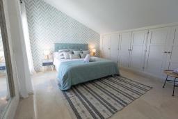 Спальня 2. Испания, Марбелья : Прекрасно расположенный дуплекс пентхаус с панорамным видом на море и горы