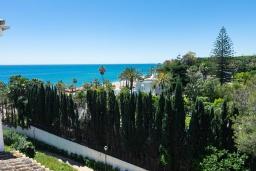 Вид на море. Испания, Марбелья : Прекрасно расположенный дуплекс пентхаус с панорамным видом на море и горы
