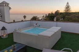 Бассейн. Испания, Марбелья : Прекрасно расположенный дуплекс пентхаус с панорамным видом на море и горы