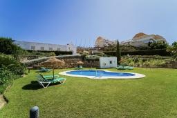 Бассейн. Испания, Марбелья : Апартаменты со свежим ремонтом, 2 спальни, 2 ванные, с общим бассейном и видом на поля для гольфа, wi-fi, бесплатная парковка