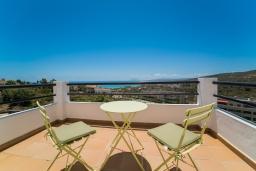 Балкон. Испания, Марбелья : Современный таунхаус с видом на Гибралтар, 3 спальни, 2 ванные, wi-fi, бесплатная парковка, бассейн и терраса