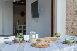 Обеденная зона. Испания, Пальманова : Современная вилла с частным бассейном и террасой с барбекю, 3 спальни, 2 ванные комнаты, парковка, Wi-Fi