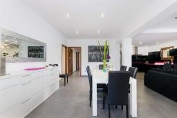 Гостиная / Столовая. Испания, Кан-Пикафорт : Современное шале в Кан Пикафорте рядом с пляжем и террасой, 3 спальни, 2 ванные комнаты, парковка, Wi-Fi