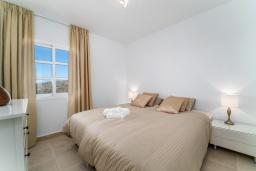 Спальня 3. Испания, Марбелья : Таунхаус недалеко от порта и пляжей Сотогранде, 3 спальни, 3 ванные комнаты, wi-Fi, бесплатная парковка, терраса на крыше