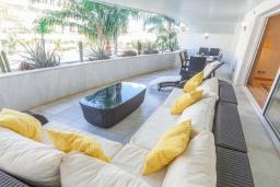 Терраса. Испания, Марбелья : Апартамент 160м2, 3 спальни, 3 ванные, огромная терраса в комплексе с бассейном