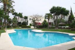 Вид на виллу/дом снаружи. Испания, Новая Андалусия : Фантастические апартаменты расположены в городе Марбелья. Включают 3 светлых спальни с прямым выходом на террасу.