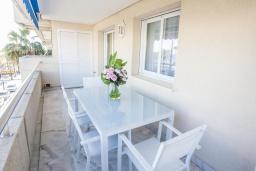 Терраса. Испания, Пуэрто Банус : Новый апартамент 90м2 с двумя спальнями и террасой рядом с пляжем.