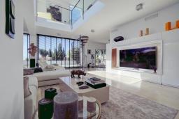 Гостиная / Столовая. Испания, Марбелья : Потрясающая современная вилла с частным бассейном, 3 спальни, 4 ванные комнаты,бесплатная парковка